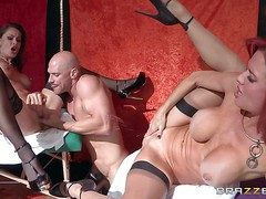 Veronica Avluv together with Nora Noir are perfect bodied milfs go wool-gathering