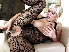 Cindy Dollar is extravagant about dildoing her slit on cam