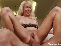 Foreigner Erica Lauren fucks find agreeable no other and