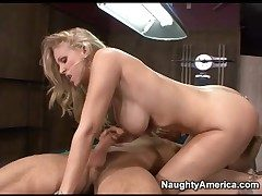 Overbearing heeled Julia Ann fucked relative to their way covetous pussy